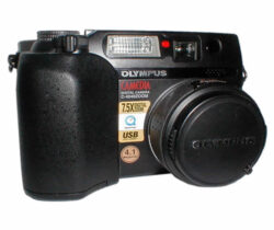 Digital camera Olympus CAMEDIA C-4040 Zoom - CCD with 4.1 mpx, USB, TV Output, 3x ZOOM optical, 2.5x ZOOM digital, objective 35-105mm, support FL40, TIFF, SM 16MB