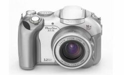 Digitalkamera Canon PowerShot S1 IS - CCD mit 4 mpx, 2272x1704 , 10x optischer ZOOM, 3.2x digital ZOOM,  karte CF, batterie AA, TV output, SW, USB